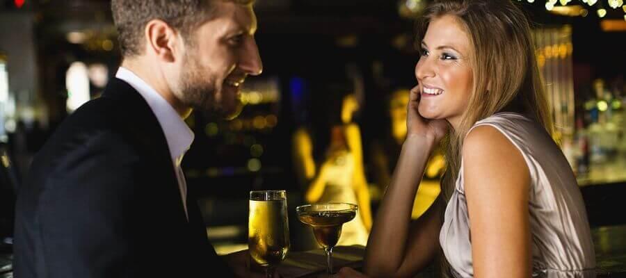 Девушка флиртует с парнем на работе пожелания девушке на работе